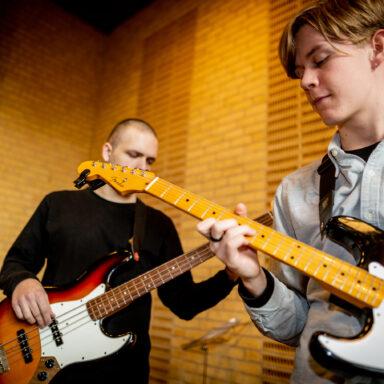 Guitar på Testrup Højskole